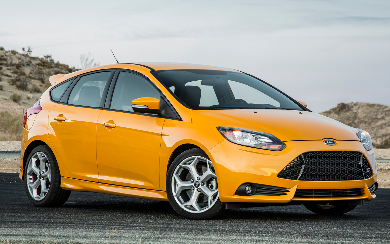 2013 ford focus st photos informations articles. Black Bedroom Furniture Sets. Home Design Ideas