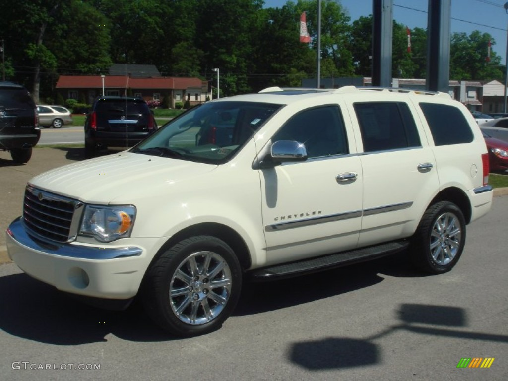 2007 Chrysler Aspen #8