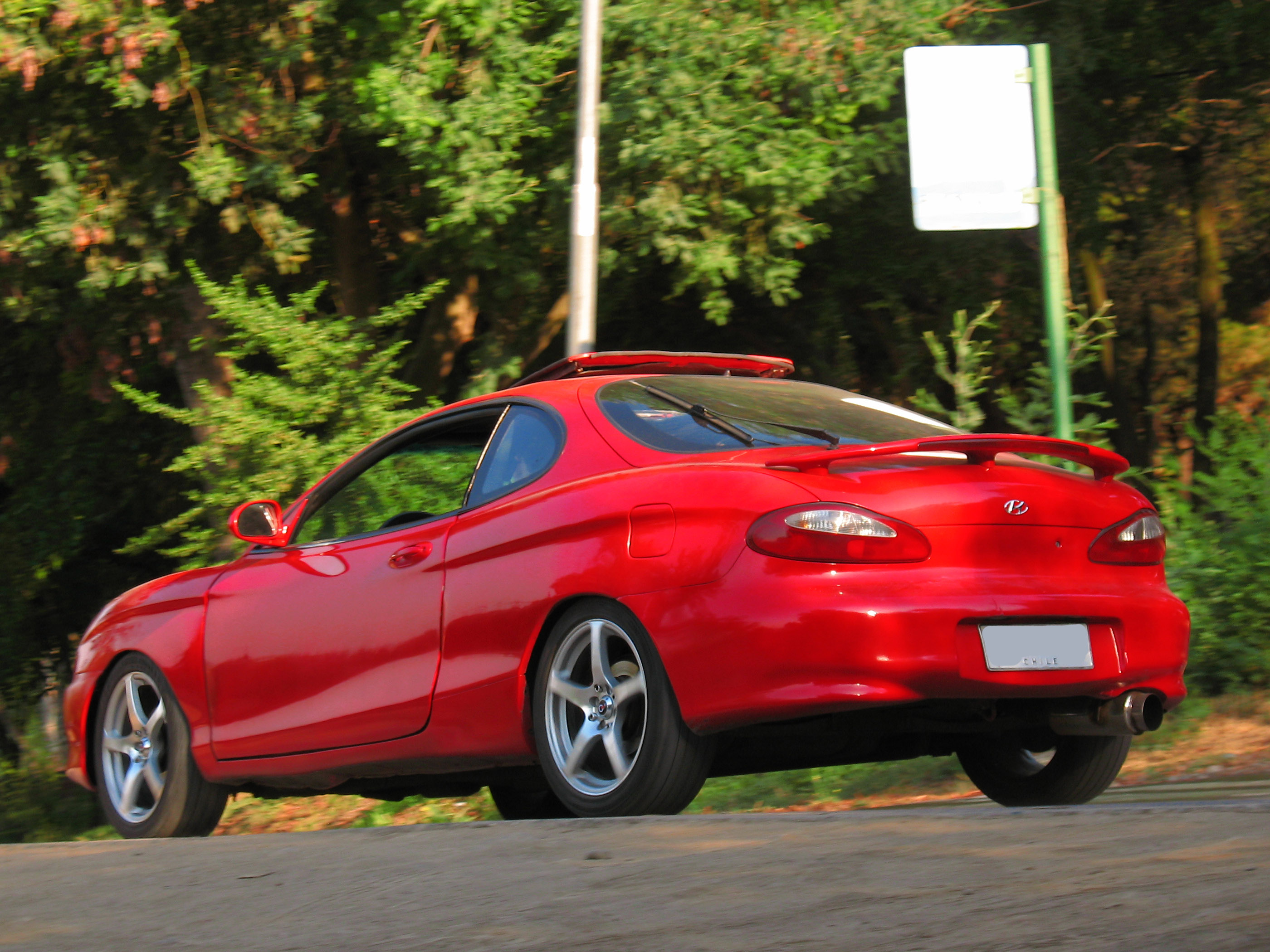 1998 hyundai coupe photos informations articles. Black Bedroom Furniture Sets. Home Design Ideas