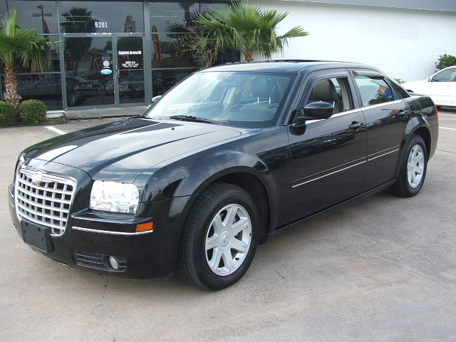 2005 Chrysler 300 #3