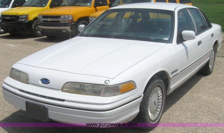 1992 Ford Crown Victoria #17