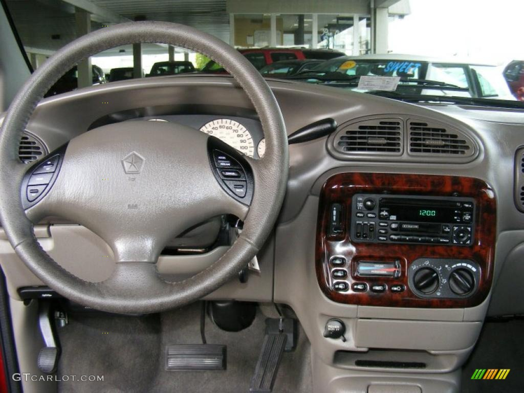 2000 Chrysler Town And Country #7