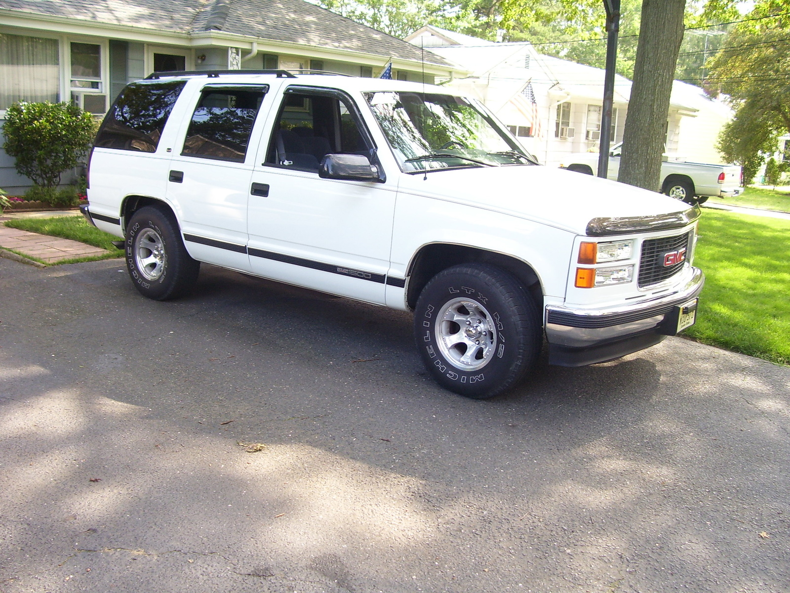 1998 gmc yukon photos informations articles bestcarmag com 1998 gmc yukon photos informations