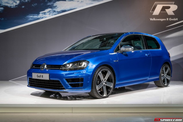 2015 Volkswagen Golf R #16