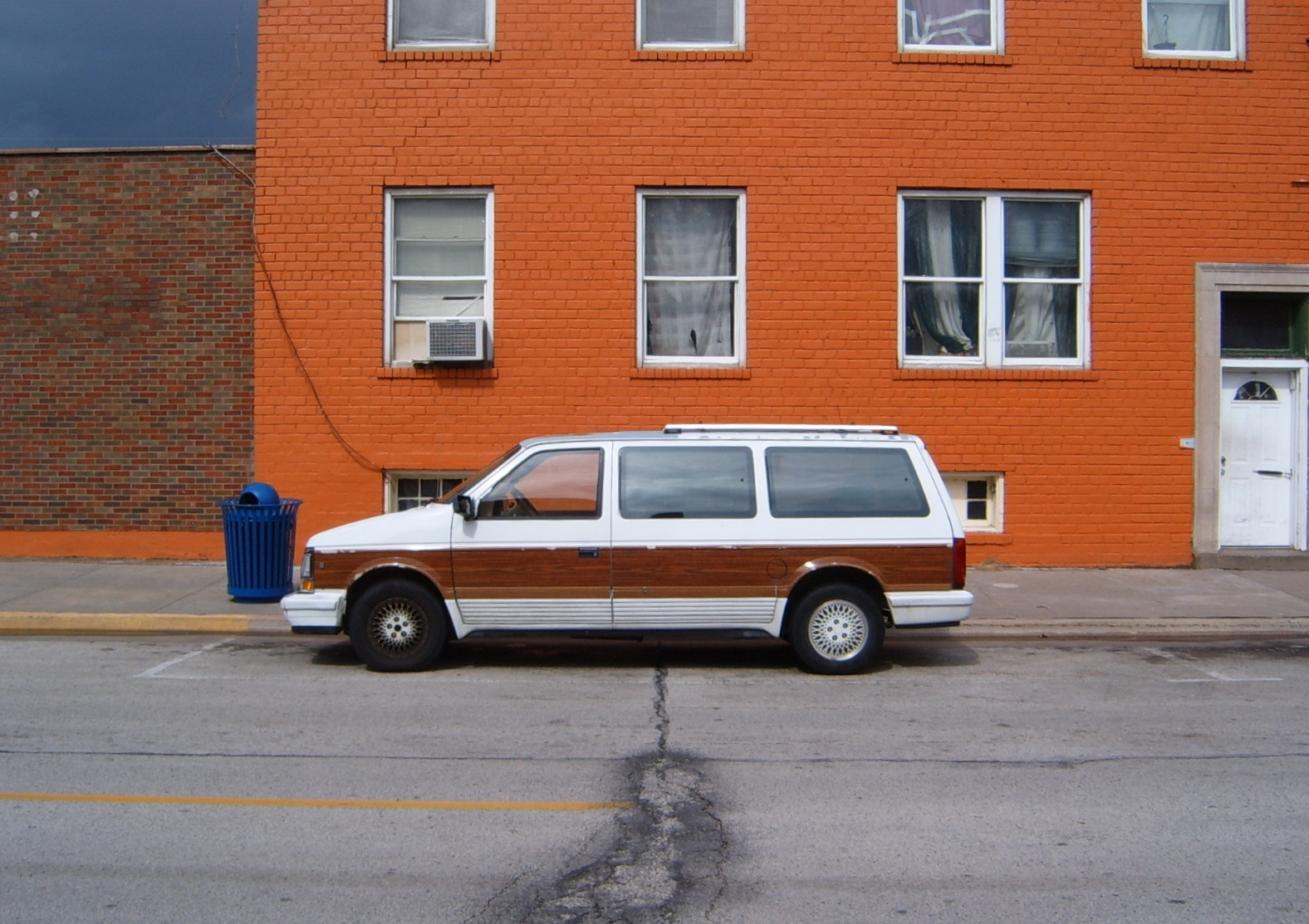 1990 Chrysler Town And Country #4