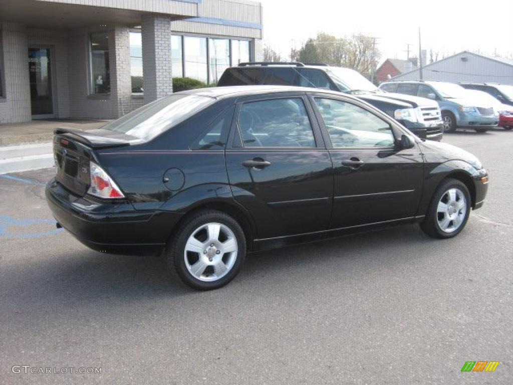2004 ford focus photos informations articles. Black Bedroom Furniture Sets. Home Design Ideas
