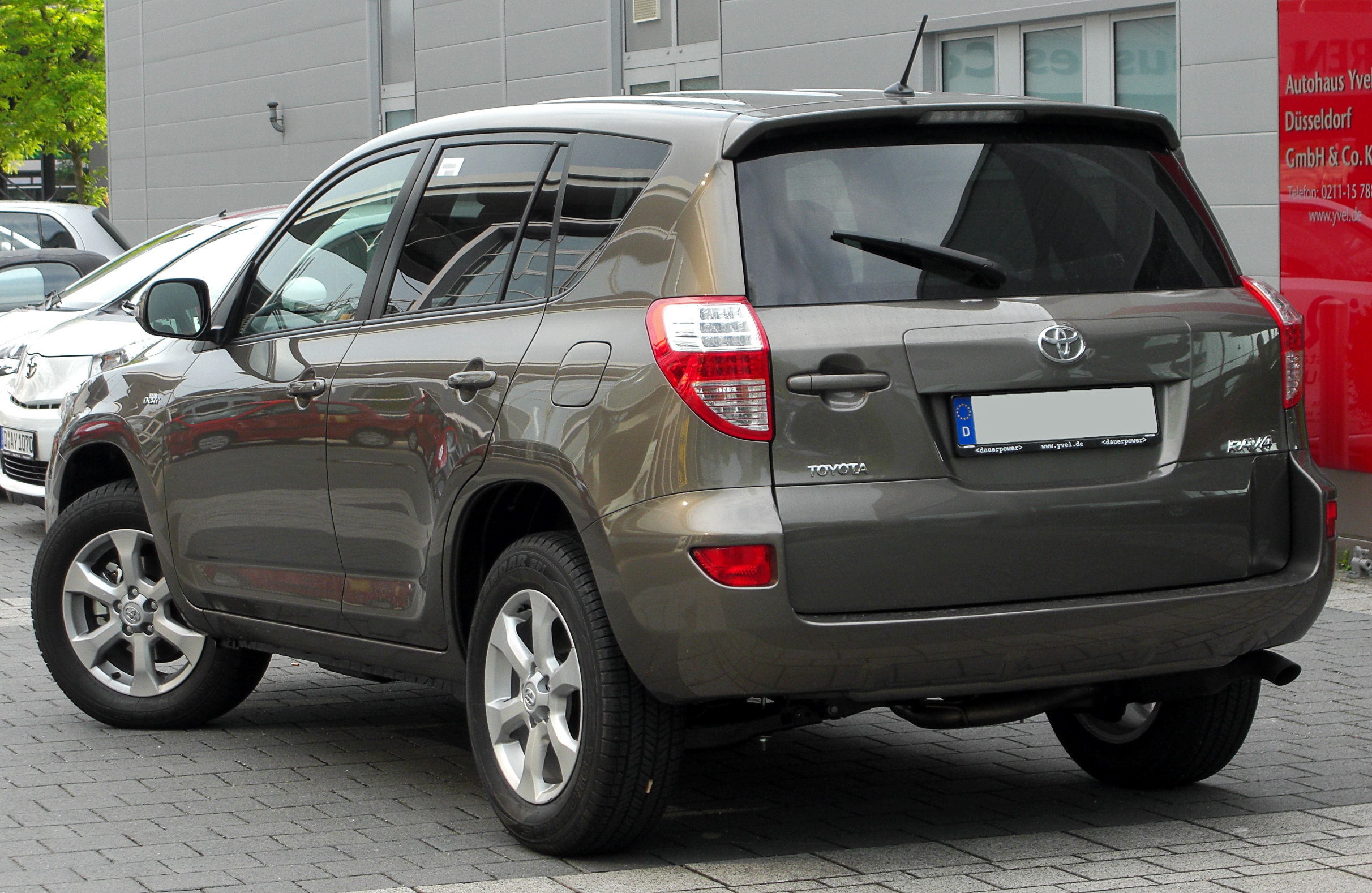 2010 toyota rav4 photos informations articles. Black Bedroom Furniture Sets. Home Design Ideas