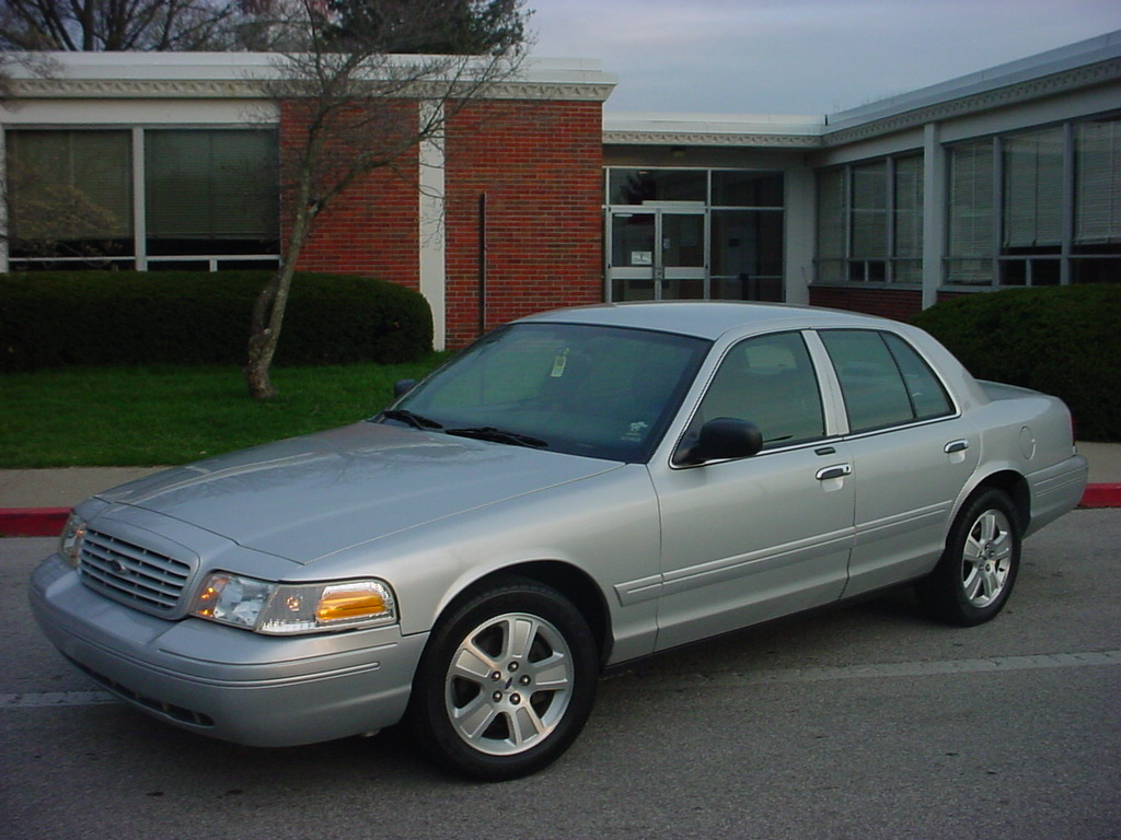 2003 Ford Crown Victoria #14