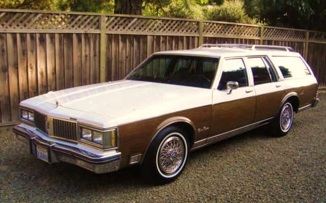 1990 Oldsmobile Custom Cruiser #9
