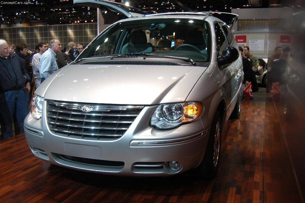 2004 Chrysler Town And Country #7