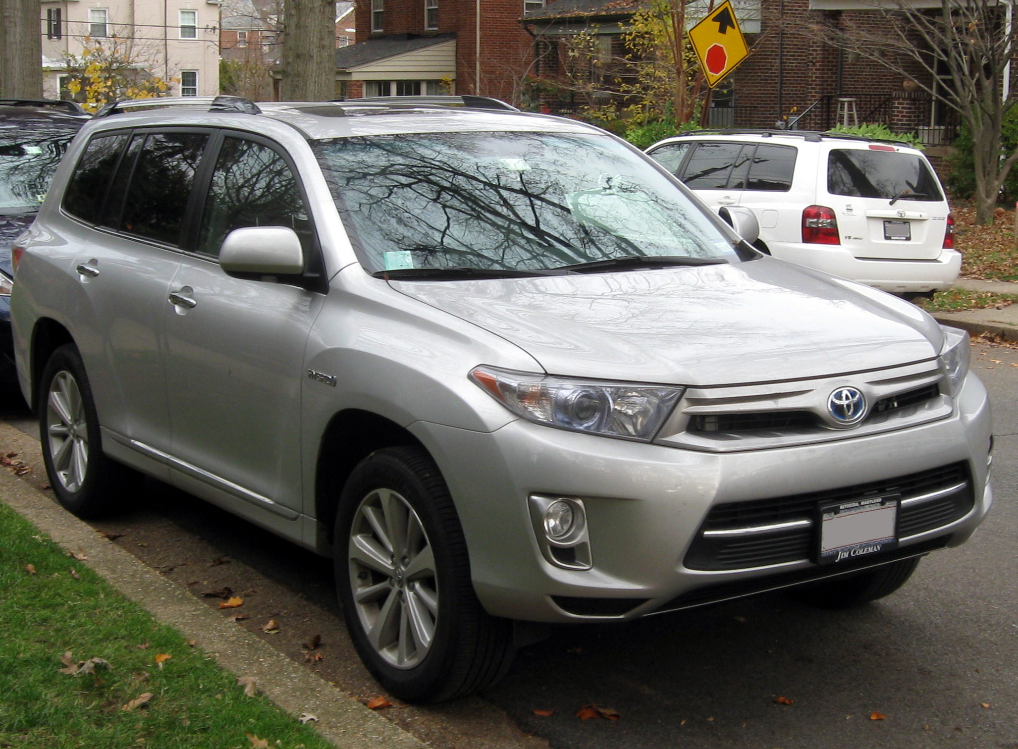 2011 toyota highlander hybrid photos informations articles. Black Bedroom Furniture Sets. Home Design Ideas