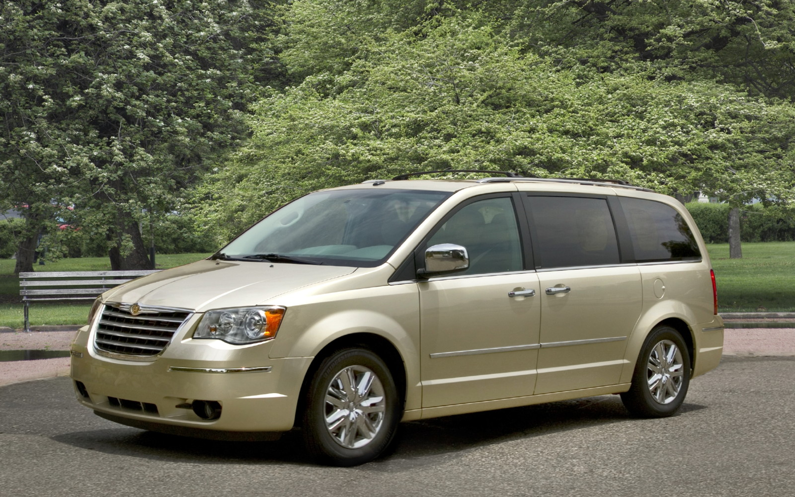 2010 Chrysler Town And Country #1