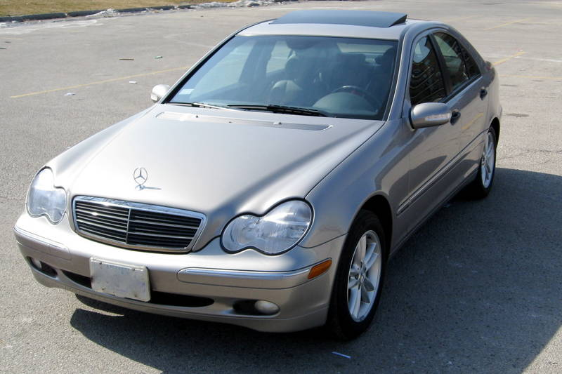 2004 mercedes benz c photos informations articles for Mercedes benz mechanic jobs
