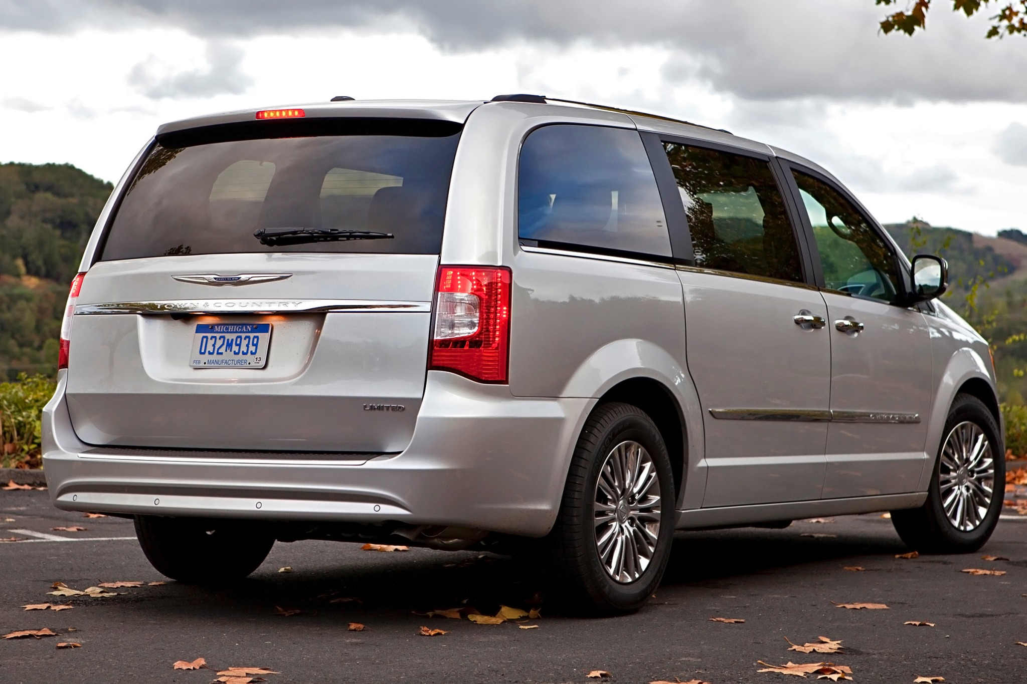 chrysler town and country photos informations articles. Black Bedroom Furniture Sets. Home Design Ideas