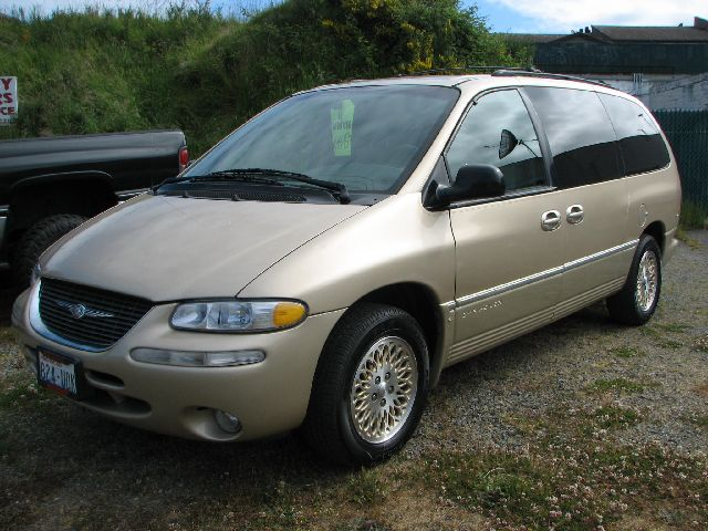 1998 Chrysler Town And Country #11