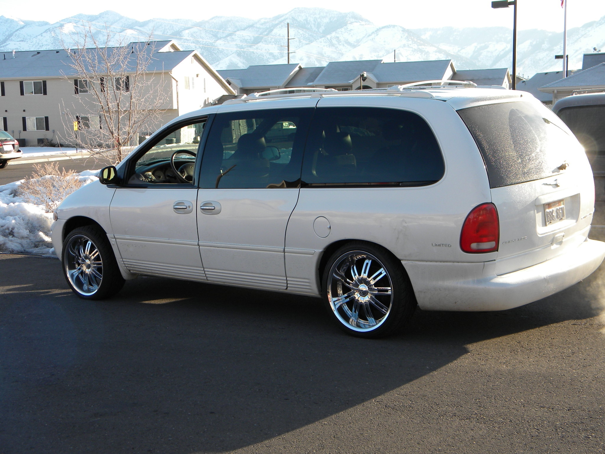 1999 Chrysler Town And Country #8