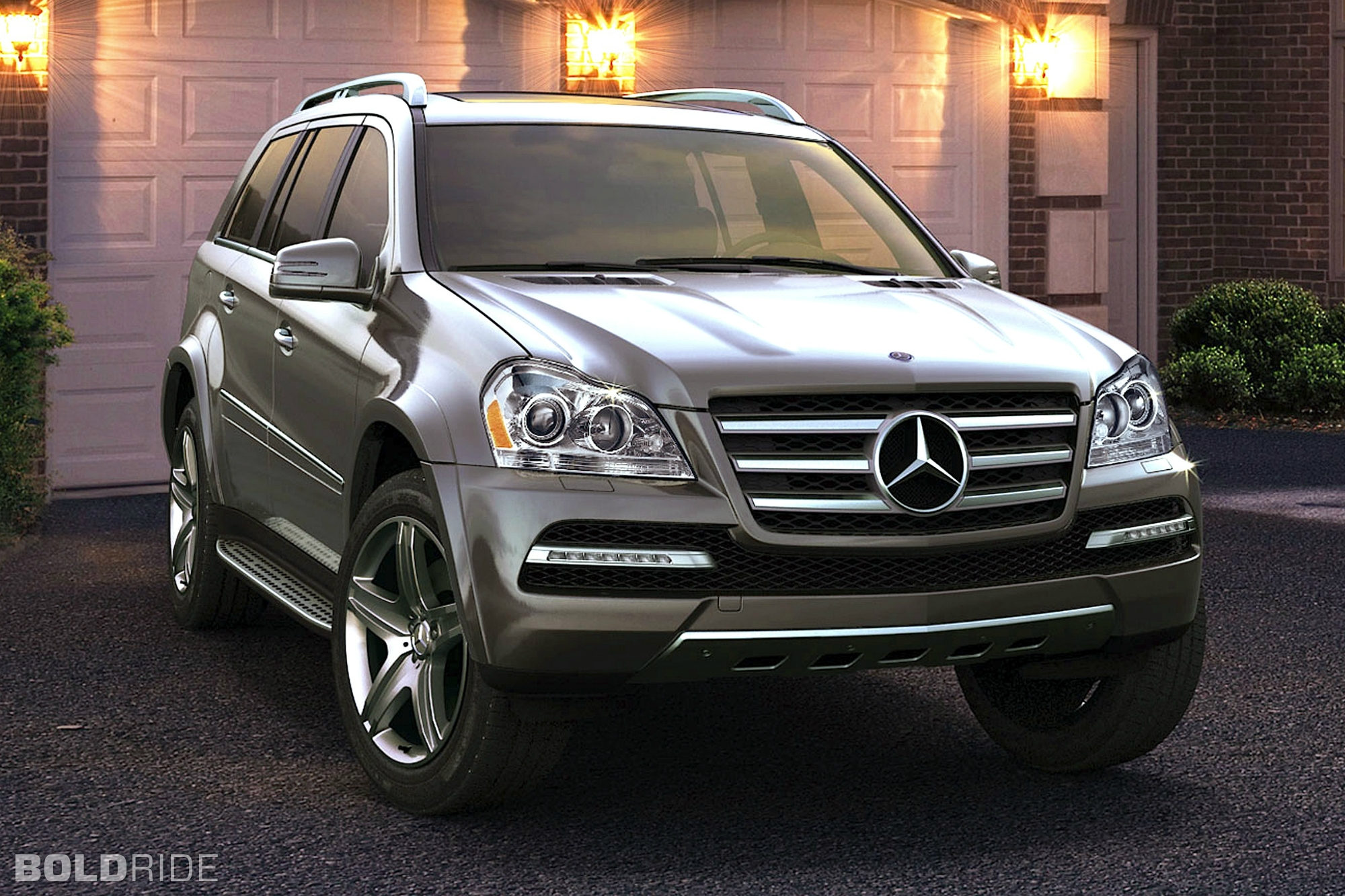 2012 mercedes benz gl class photos informations articles for 2012 mercedes benz gl550