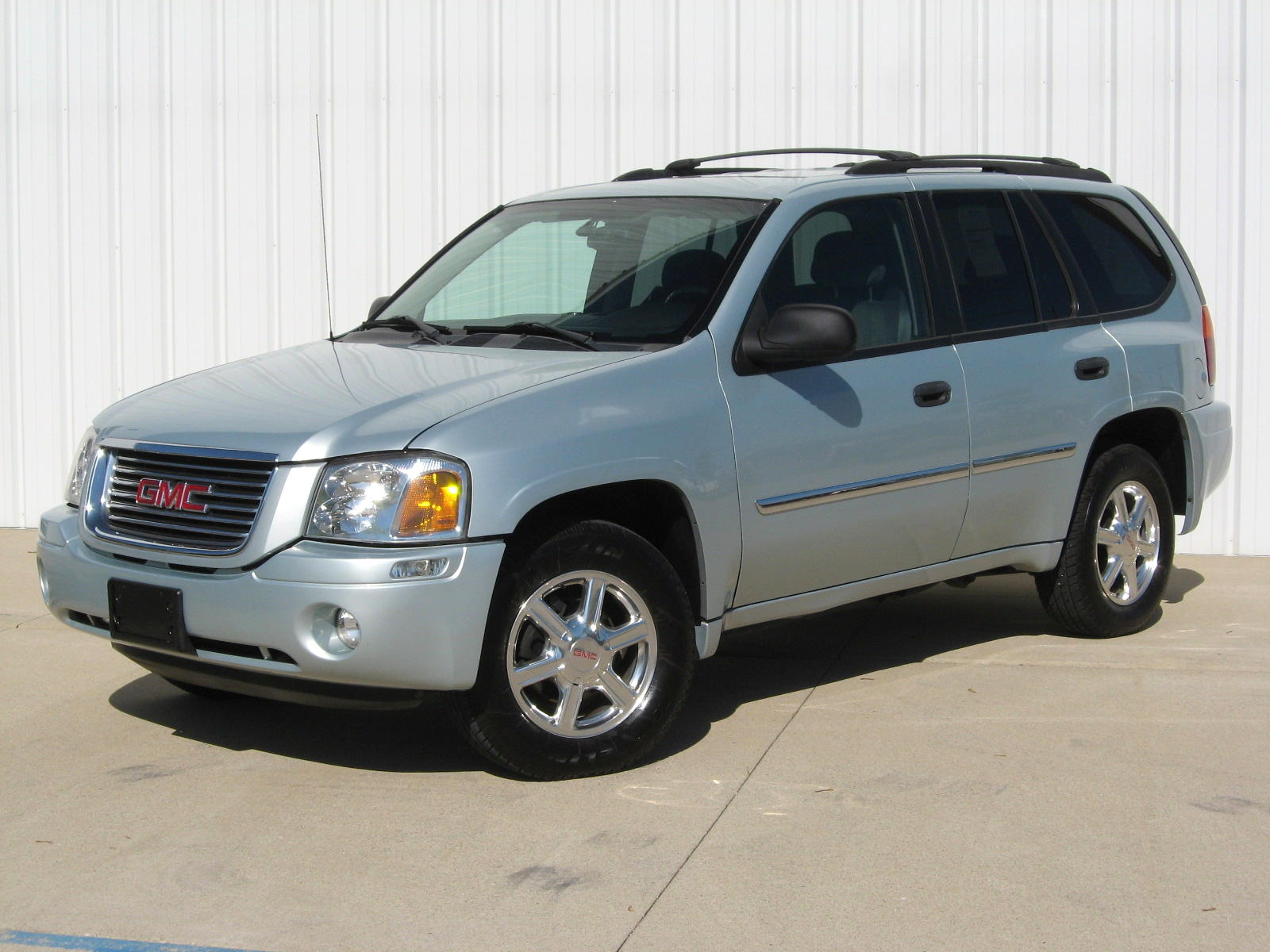 2008 gmc envoy photos informations articles. Black Bedroom Furniture Sets. Home Design Ideas