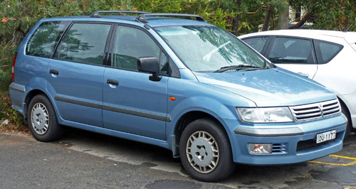 1997 Mitsubishi Space Wagon #10