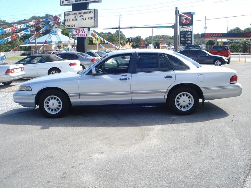 1997 Ford Crown Victoria #16