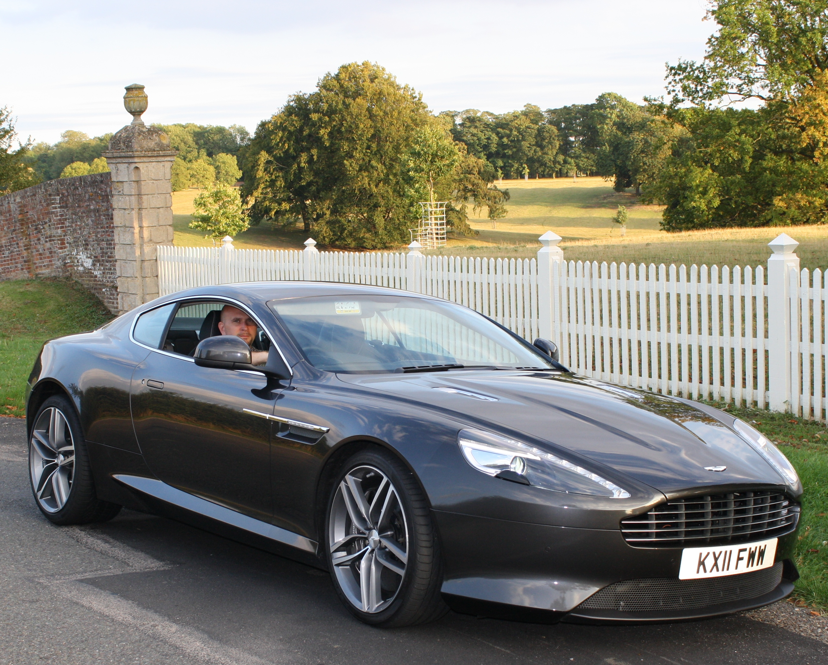 Aston Martin Virage #2