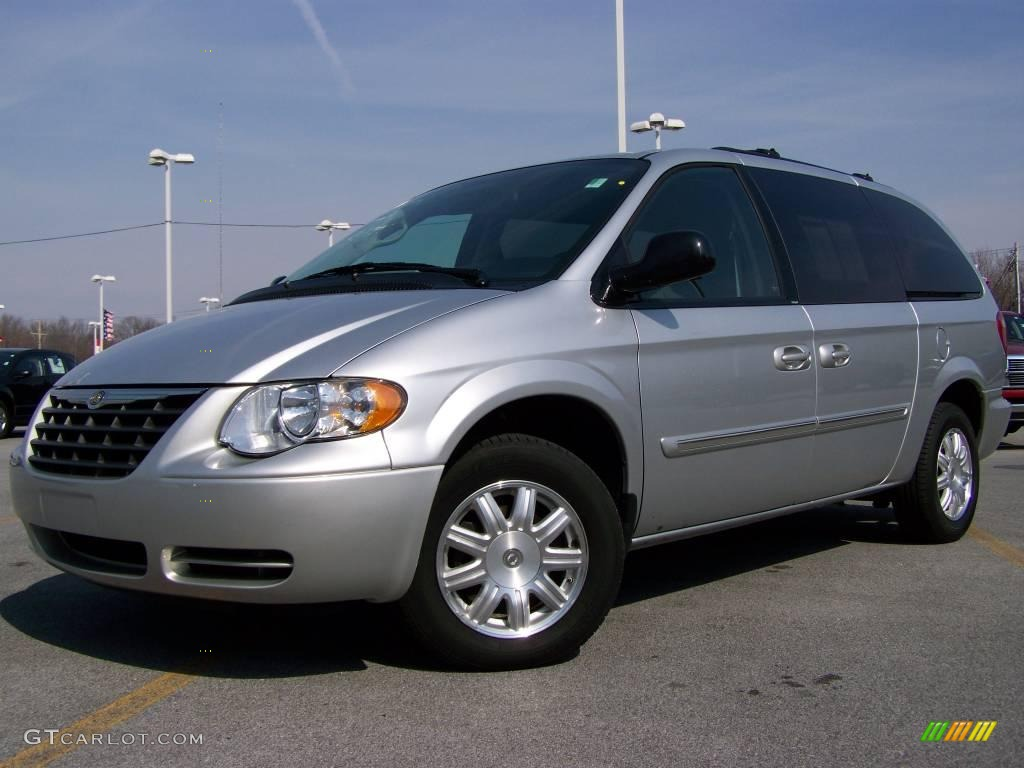 2007 chrysler town and country photos informations articles. Cars Review. Best American Auto & Cars Review