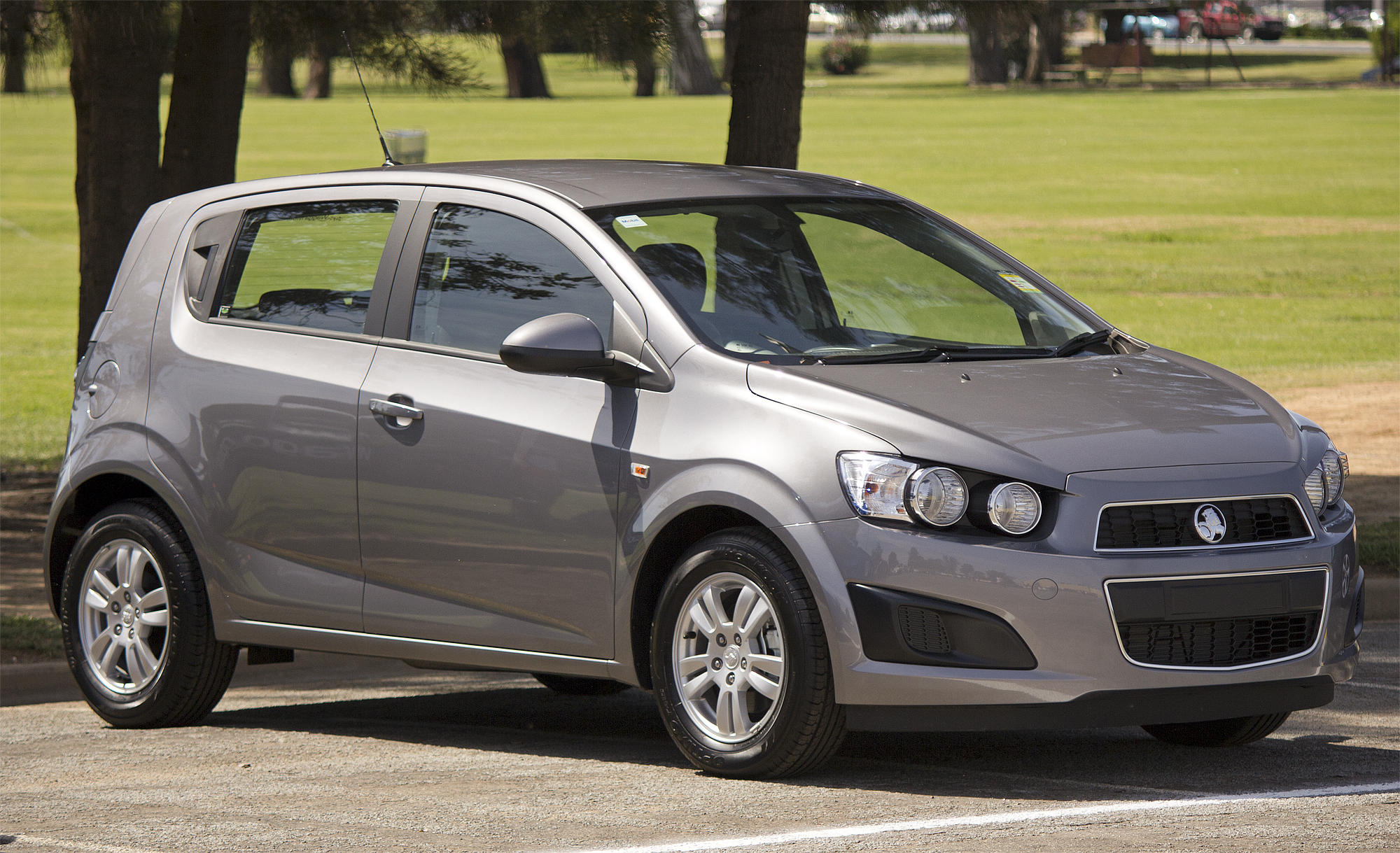 2011 Holden Barina Photos Informations Articles