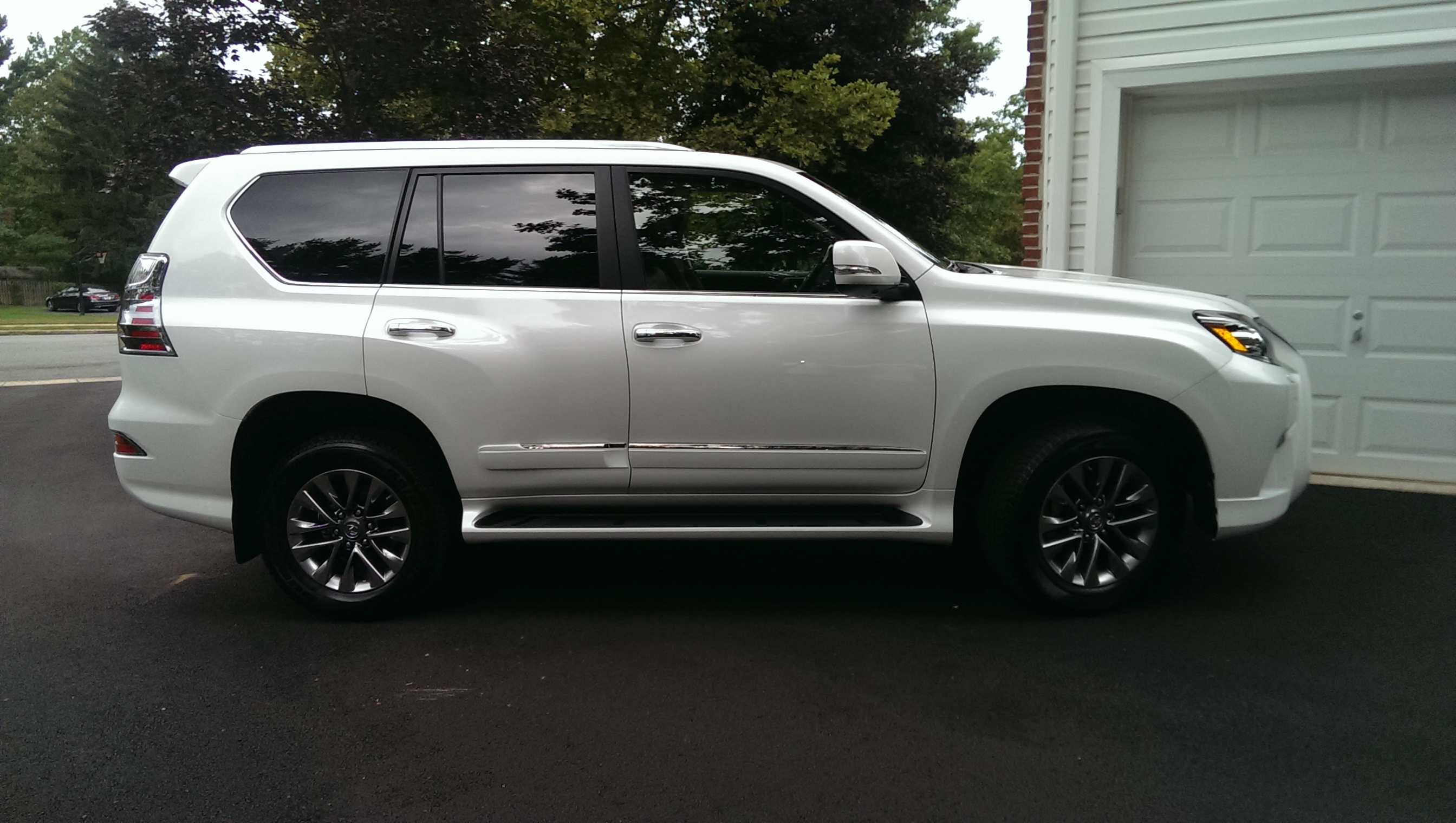 2015 lexus gx 460 photos informations articles. Black Bedroom Furniture Sets. Home Design Ideas