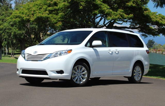 2015 toyota sienna photos informations articles. Black Bedroom Furniture Sets. Home Design Ideas