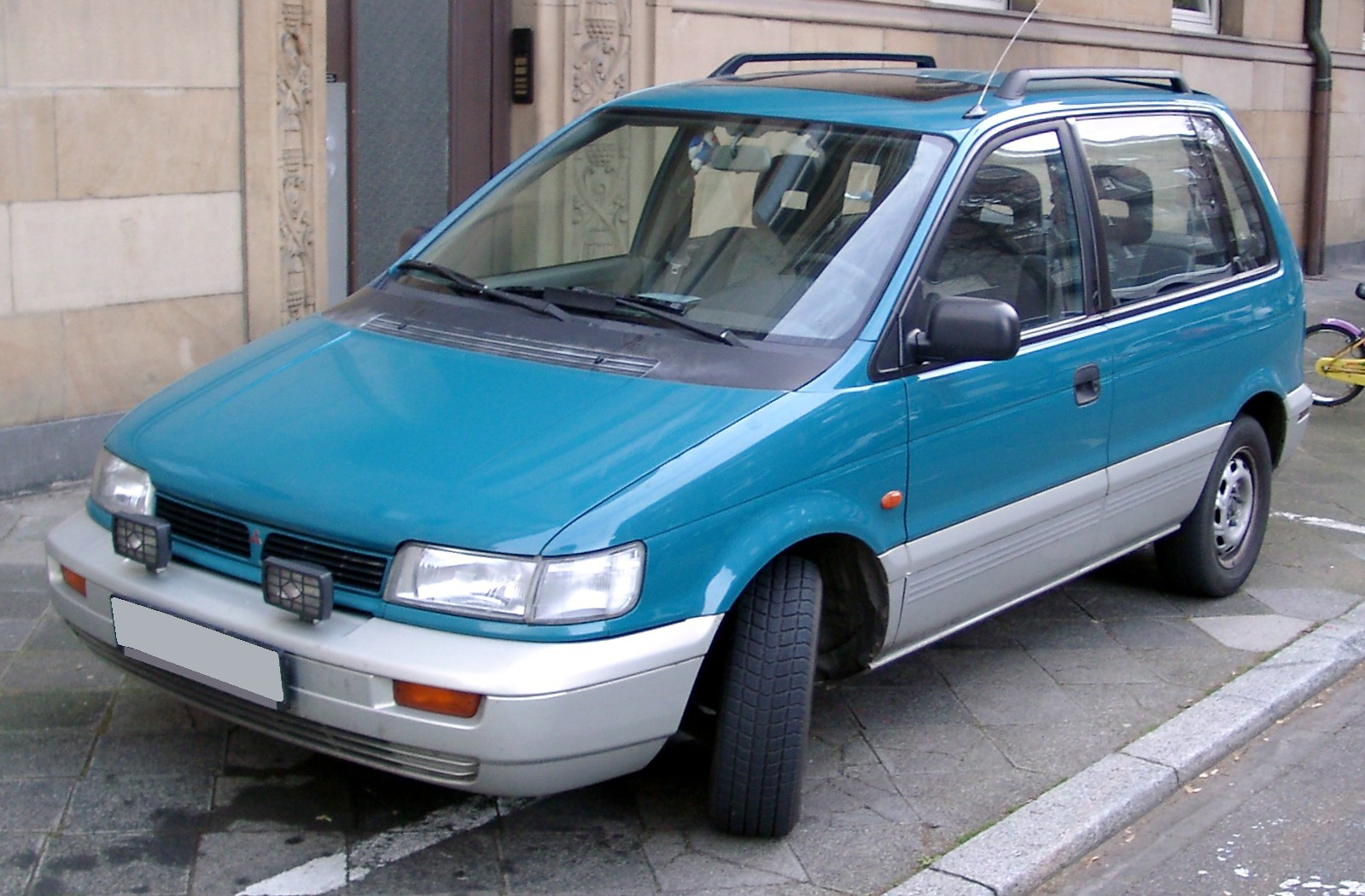 Mitsubishi Space Runner #5