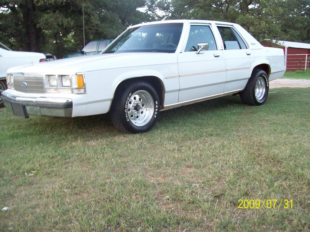 1991 Ford Ltd Crown Victoria #13