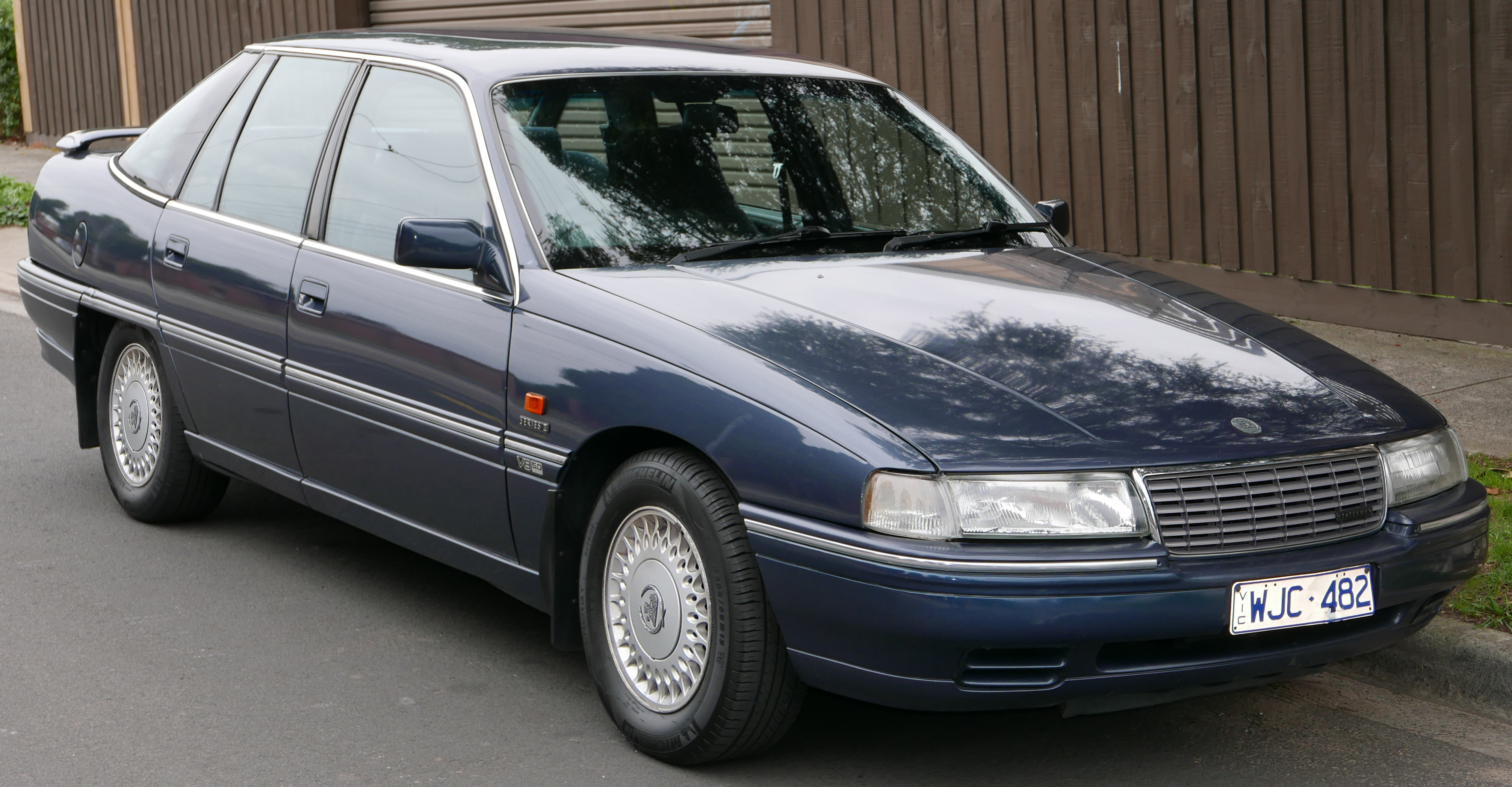 1992 Holden Statesman Photos Informations Articles
