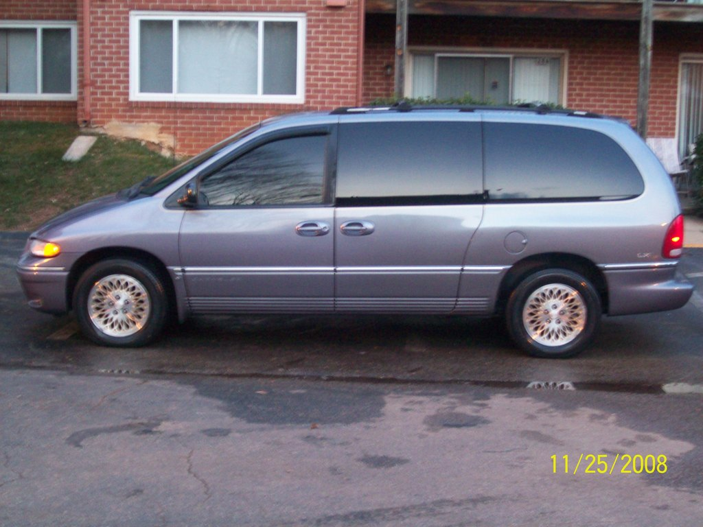 1996 Chrysler Town And Country #5