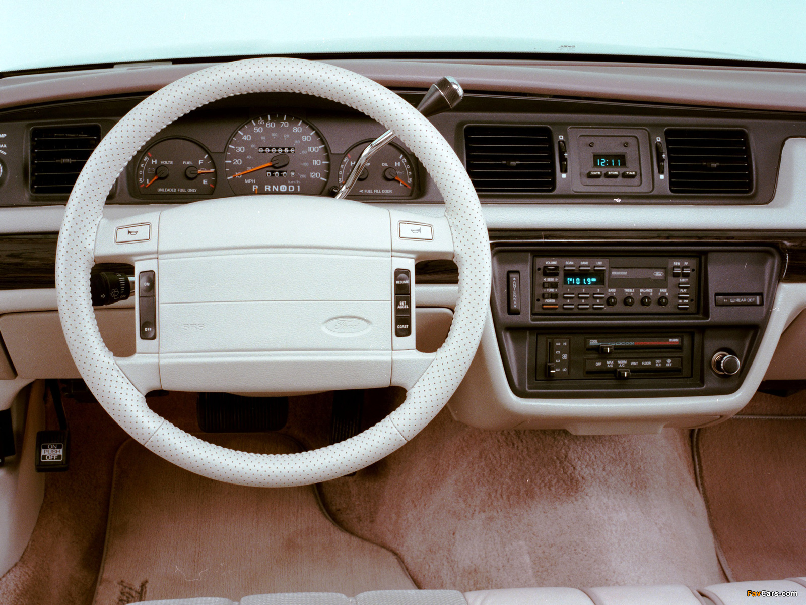 1992 Ford Crown Victoria #12