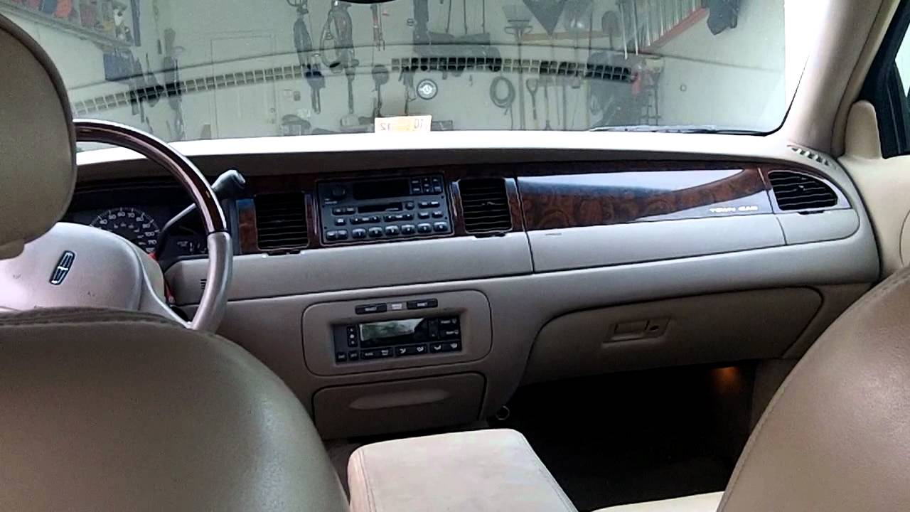 2000 Lincoln Town Car Photos Informations Articles Bestcarmag Com