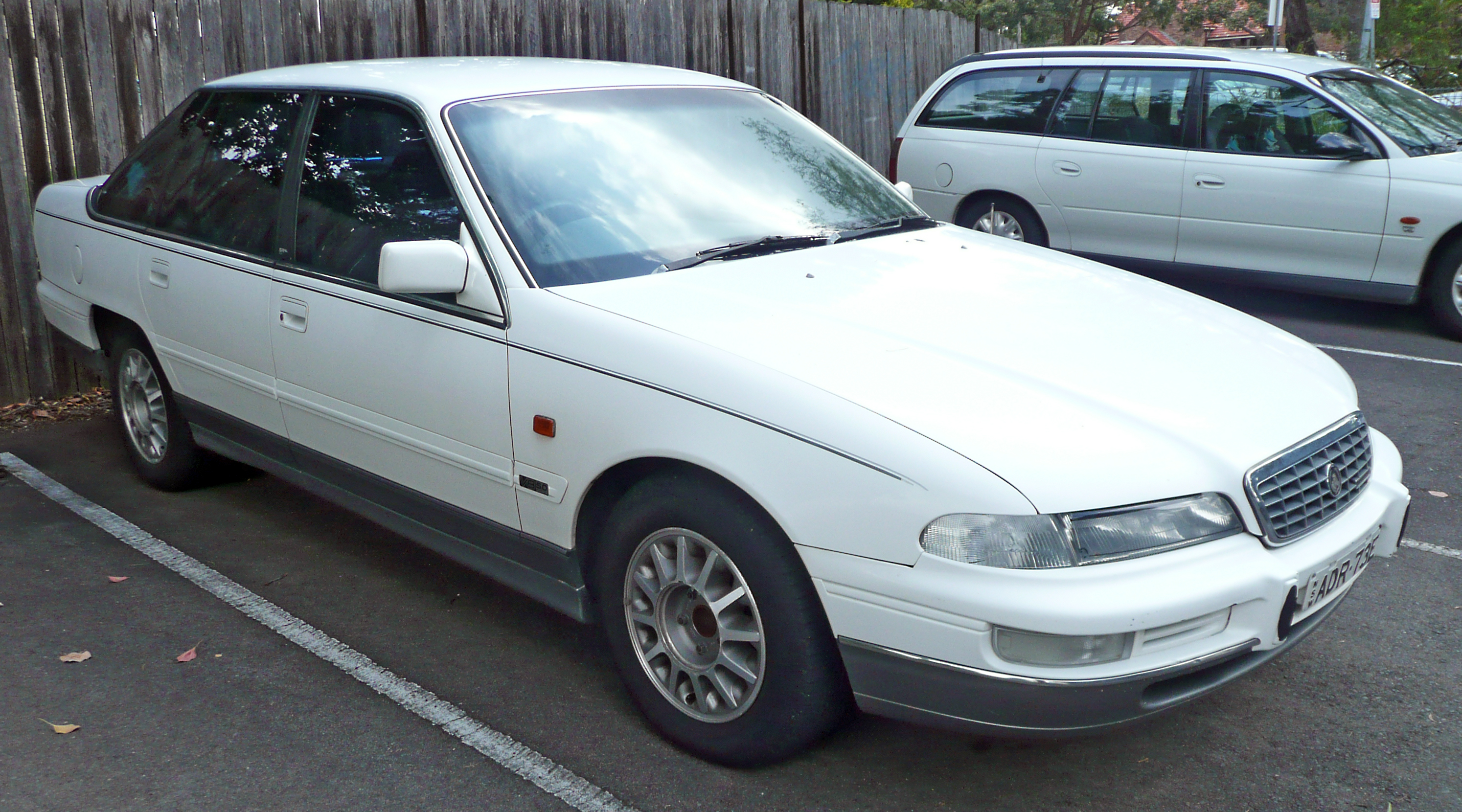1995 Holden Statesman Photos Informations Articles