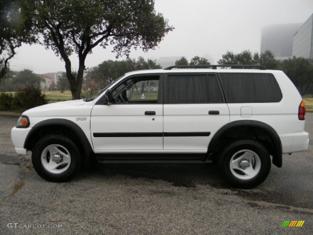 nissan mitsubishi pic overview gallery ls sport compare picture exterior montero of pathfinder cargurus worthy se cars