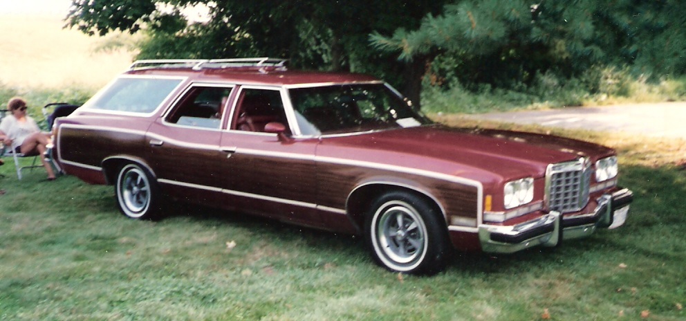 Pontiac Grand Safari #1