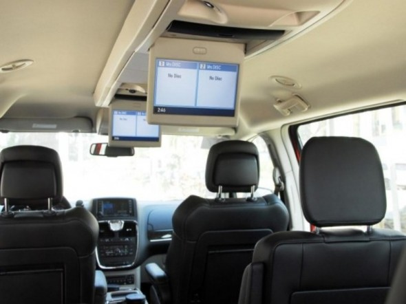 2012 Chrysler Town And Country #11