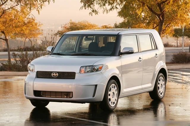 2010 Scion Xb #8