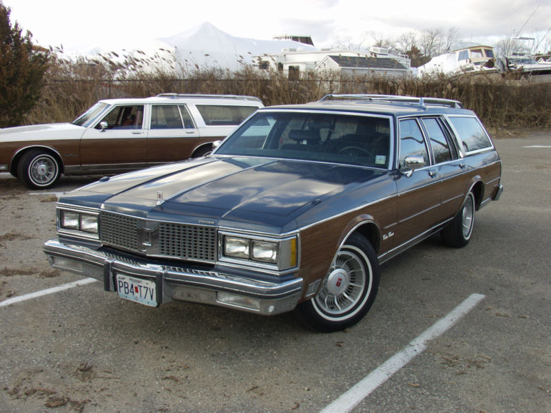 1990 Oldsmobile Custom Cruiser #15