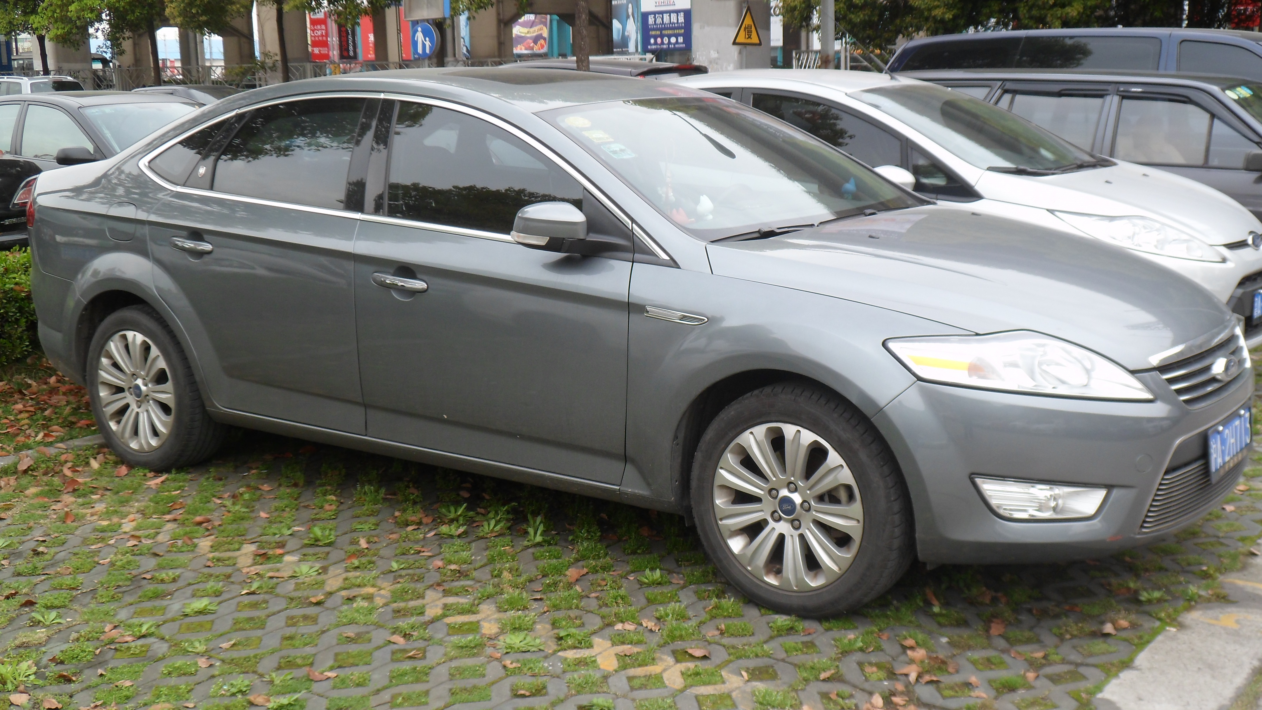 2012 Ford Mondeo #11