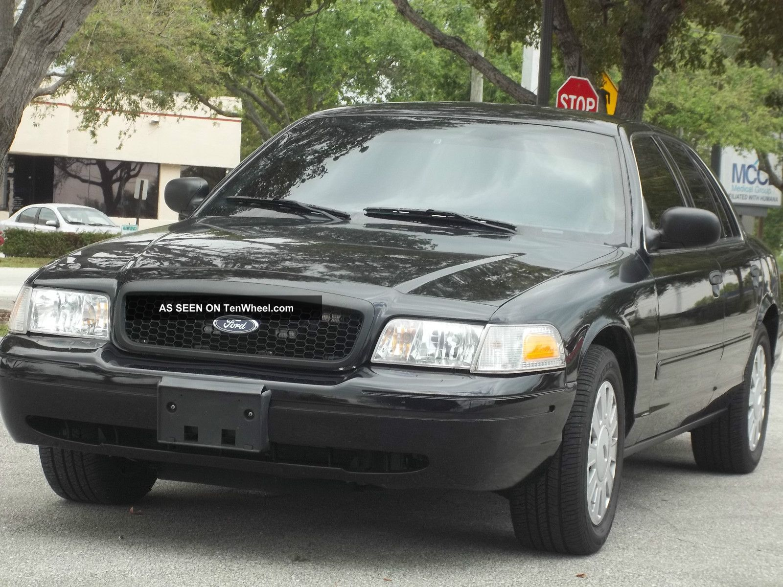 2008 ford crown victoria photos informations articles. Black Bedroom Furniture Sets. Home Design Ideas
