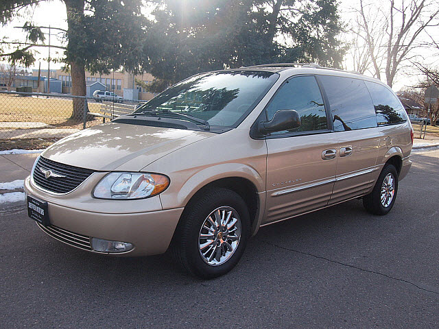 2001 Chrysler Town And Country #9