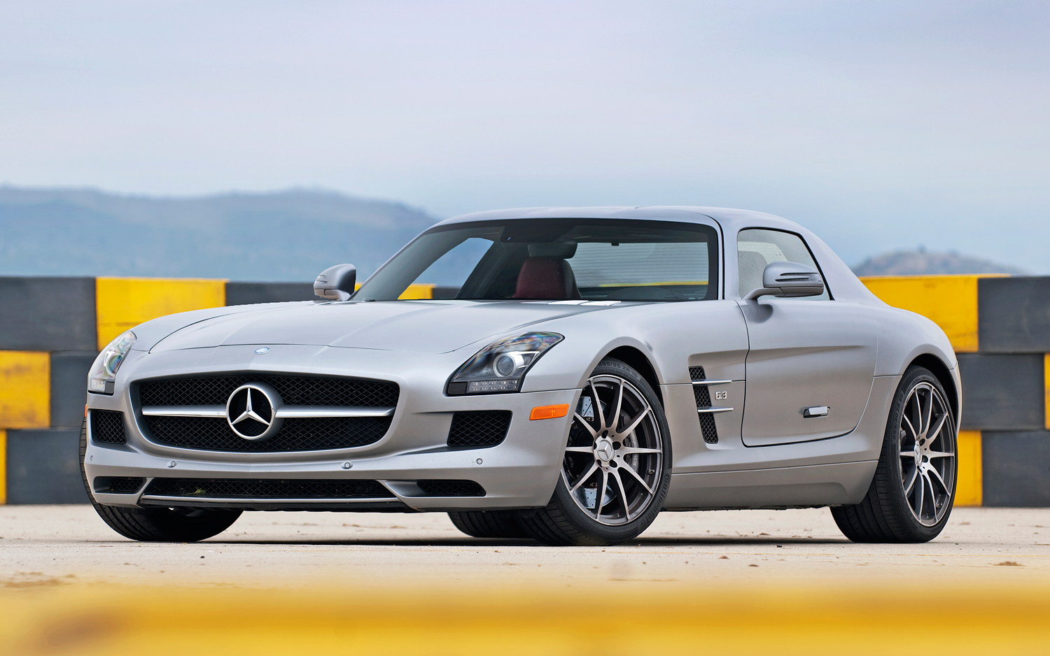 2012 mercedes benz sls amg photos informations articles. Black Bedroom Furniture Sets. Home Design Ideas