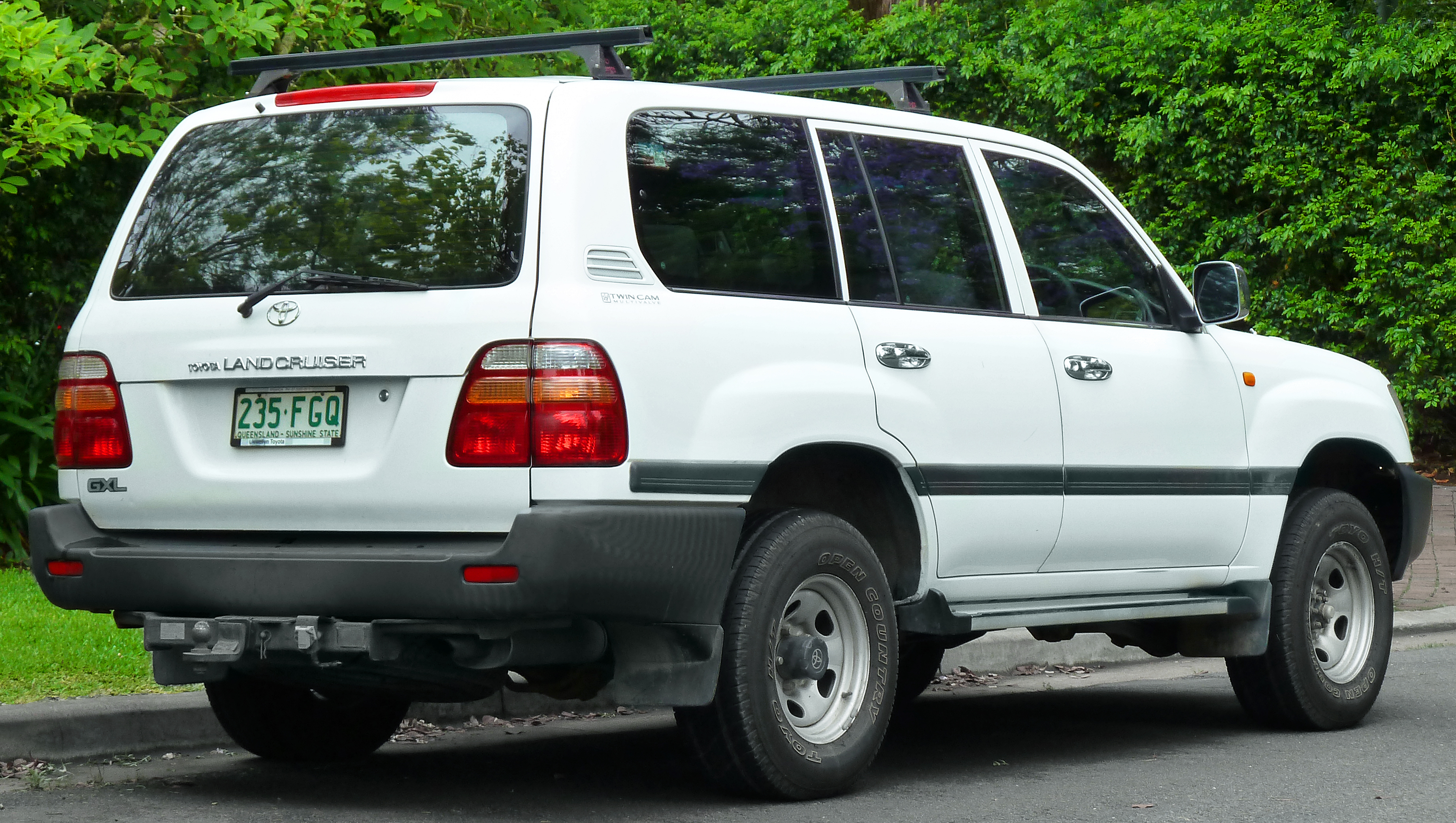 2002 Toyota Land Cruiser #13