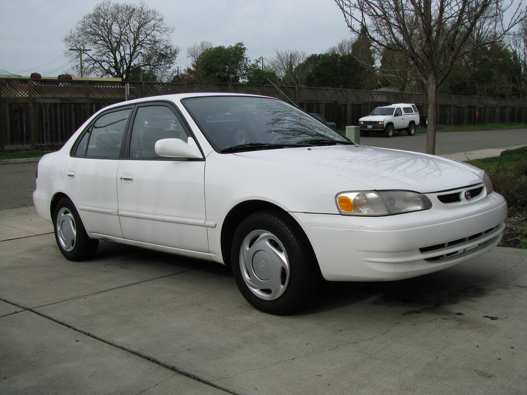 1998 toyota corolla photos informations articles. Black Bedroom Furniture Sets. Home Design Ideas