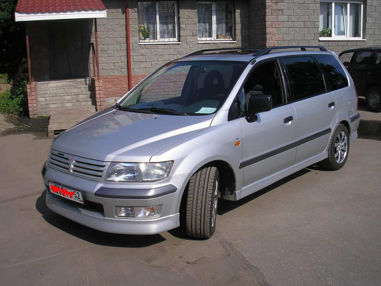 2002 Mitsubishi Space Wagon #1
