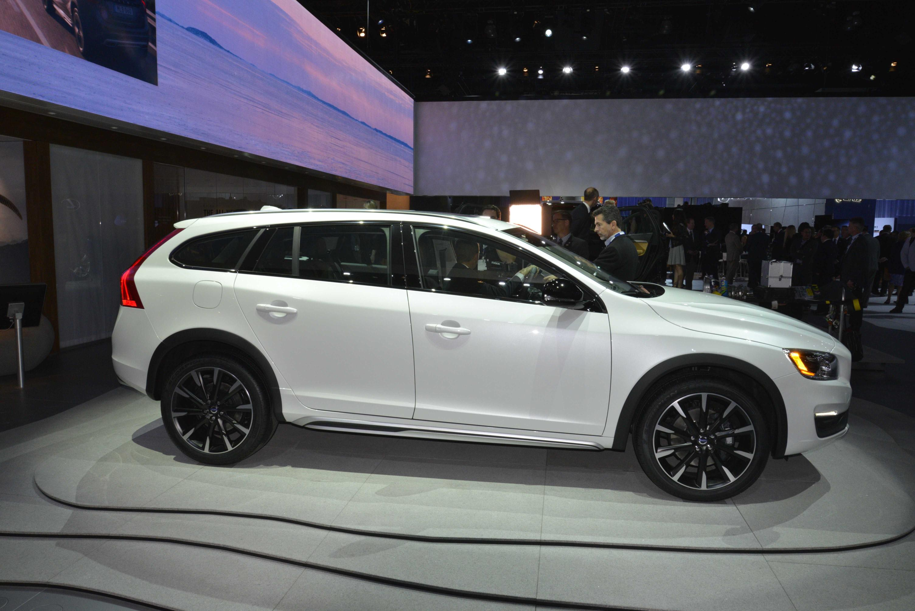Volvo V60 Cross Country #9