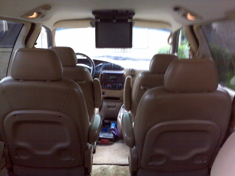 1997 Chrysler Town And Country #14